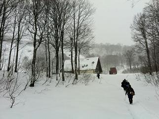 雪の山小屋.jpg